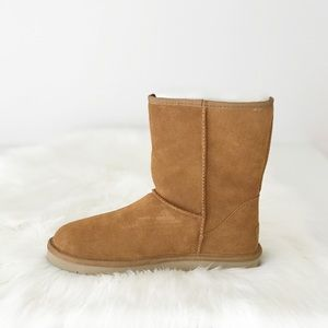 NEW Koolaburra UGG Chestnut Classic Short Boot 8